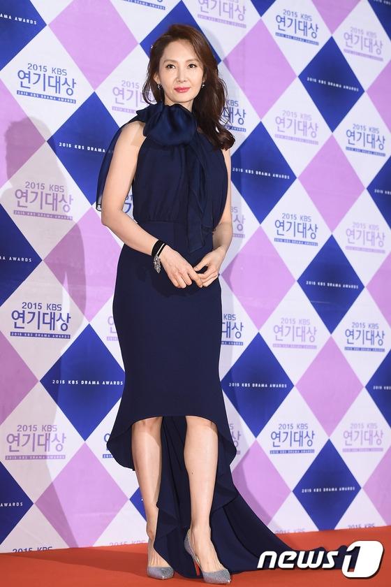 Nữ diễn viên kì cựu, Chae Si Ra