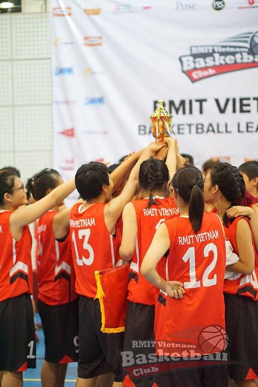 Đội RMIT nữ đã thi đấu xuất sắc với thành tích toàn thắng, và bảo toàn ngôi Vô địch của mình sau 4 mùa giải.