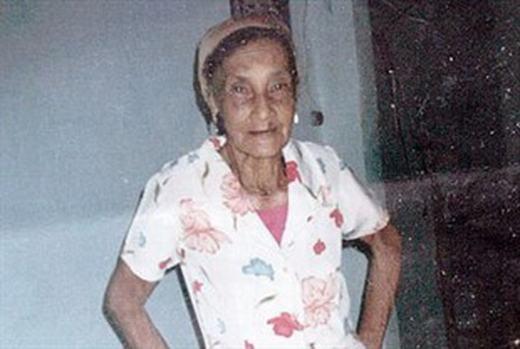Ngày 12/2010, cụ bàMaria das Dores da Conceicao, 88 tuổi, người Brazil được xác định đã chết và đưa vào nhà xác. Nhưng 2 ngày sau, người trông coi các xác chết thấy quan tài cụ bà động đậy. Nhìn vào trong, anh này kinh hãi thấy cụ bà đang cố gắng thoát ra ngoài. Người này không sợ hãi mà thay vào đó, anh giải thoát và đưa cụ đến bệnh viện. (Ảnh: Internet)