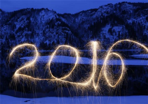 Màn pháo hoa được bắn lên có hình số 2016 vô cùng đẹp mắt.(Ảnh: Internet)
