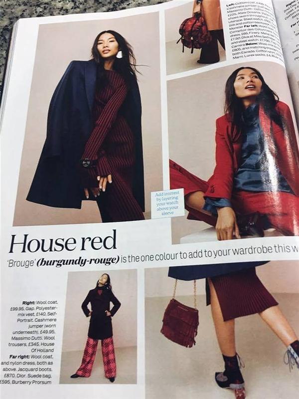 Trong đó, Hoàng Thùy diện những trang phục có màu đen, đỏ, xanh, xám nhằm giới thiệu những xu hướng, trào lưu mới nhất. Nữ người mẫu mang đến những tạo dáng đơn giản nhưng vô cùng thu hút, nổi bật.