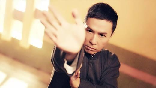 Chân Tử Đan cũng được tiếp xúc với võ thuật từ rất sớm. Anh cùng với Lý Liên Kiệt có chung một sư phụ dạy võ. Ngoài việc đóng phim, Chân Tử Đan còn là nhà chỉ đạo võ thuật nổi tiếng và trẻ tuổi, xuất sắc nhất của làng điện ảnh châu Á cũng như thế giới.
