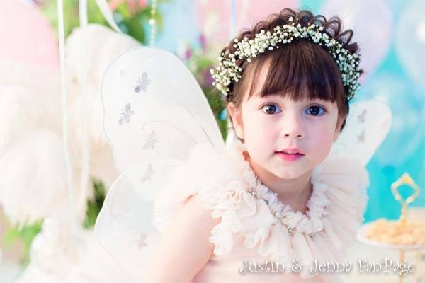 Cô bé 6 tuổi hiện là gương mặt nhí được đông đảo mọi người yêu thích trên đất Thái. (Ảnh: Internet)