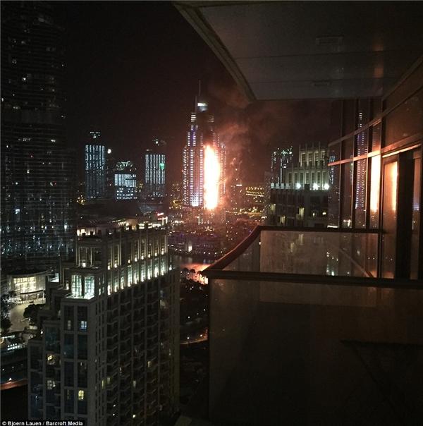 Đám cháy nhìn từ xa. (Ảnh: Internet)