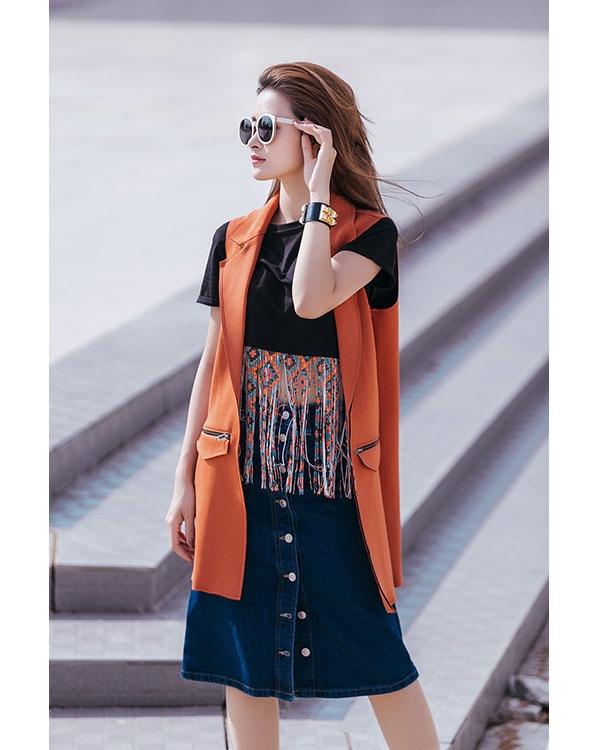 Đặc biệt, gu thời trang đường phố của Đông Nhi được khen ngợi hết lời bởi sự thanh lịch, hiện đại, trẻ trung. Bằng cách kết hợp tinh tế, những món trang phục đơn giản nhất đã mang đến những dư vị hoàn toàn mới mẻ.