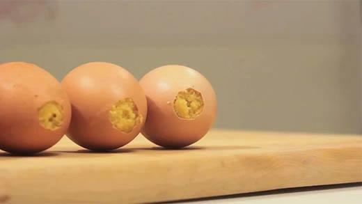 Làm bánh nướng bên trong vỏ trứng cực ngon và lạ mắt