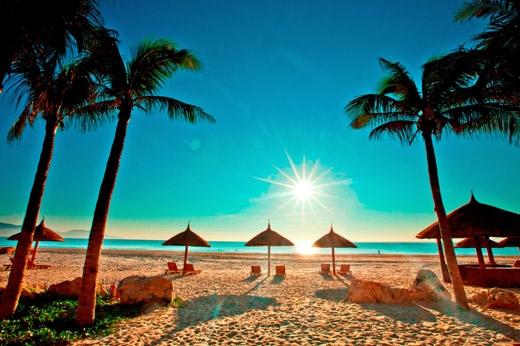 Ngoài ra, Hòn Tằm cũng nổi tiếng với những resort nghỉ dưỡng sang trọng.