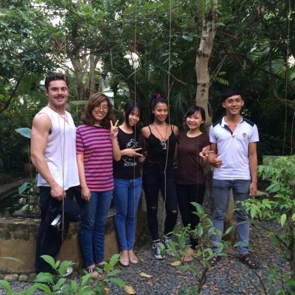 Zac và bạn gái du lịch tại Việt Nam trong dịp cuối năm.