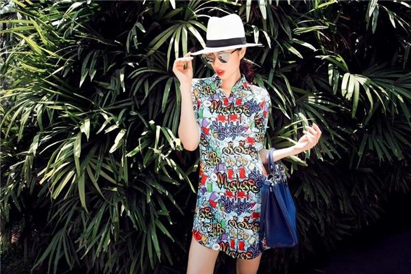Phạm Hương nhiều lần sử dụng chiếc túi này trong những lần du lịch, làm việc ở nước ngoài.