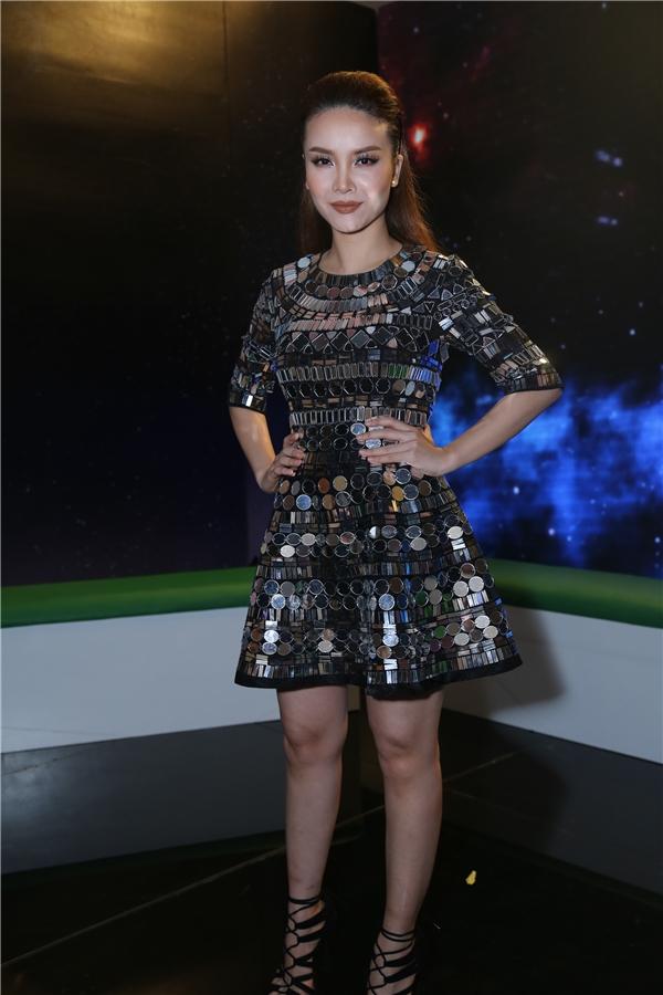 MC Yến Trang nổi bật trong chiếc váy ánh kim. - Tin sao Viet - Tin tuc sao Viet - Scandal sao Viet - Tin tuc cua Sao - Tin cua Sao