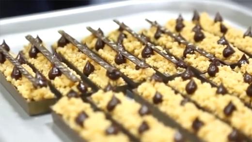 Cận cảnh quá trình làm bánh ngọt đẹp mắt của đầu bếp bậc thầy