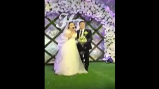 Cô dâu khoe giọng