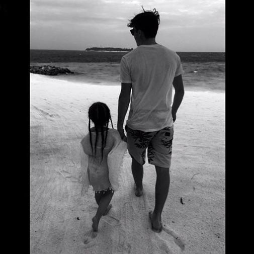 """""""Tận hưởng phút giây tuyệt vời với em gái nhỏ. Thương em"""".(Ảnh: Instagram)"""