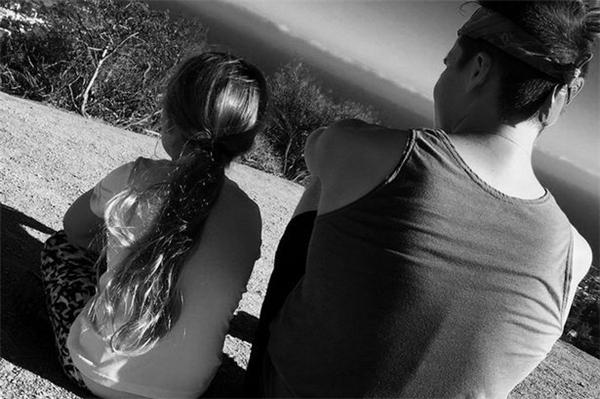 """Đây không phải là lần đầu tiên """"soái ca"""" này đốn timcộng đồng mạng với hình ảnh """"tình tứ"""" cùng em gái Harper.(Ảnh: Instagram)"""