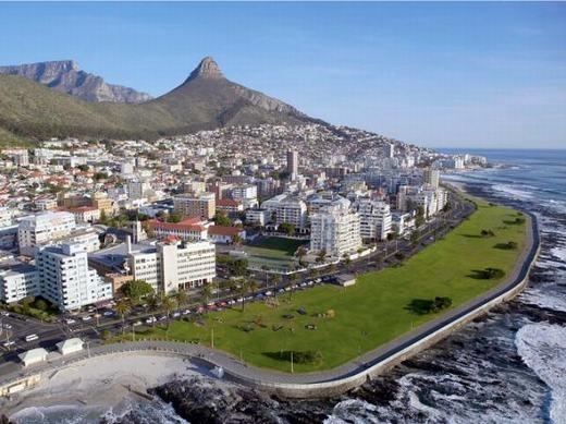 """Cape Town là thành phố nổi tiếng không chỉ của Nam Phi, châu Phi mà còn cả thế giới. Sự yên bình của nơi đây sẽ giúp con người """"lẩn tránh"""" thiên tai tốt hơn. (Ảnh: Internet)"""