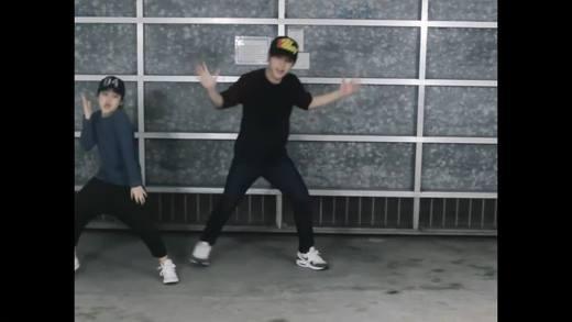 Thưởng thức liên khúc vũ đạo của cặp anh em hot nhất mạng xã hội