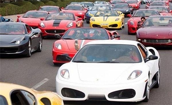 """Ngày nay, Ở Dubai người ta di chuyển bằng """"siêu xe"""". (Ảnh: Internet)"""