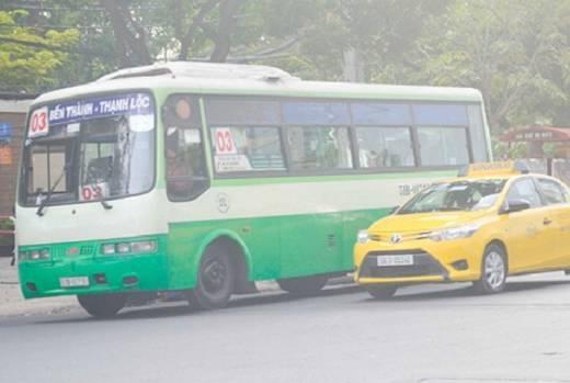 Quyết định trợ giá xe buýt giúp giảm nhẹ tài chính, khuyến khích học sinh, sinh viên đi lại bằng xe buýt nhiều hơn, đảm bảo an toàn - Ảnh: Thanh Tâm