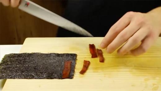 Cách làm sushi cuộn hình gấu trúc cực yêu