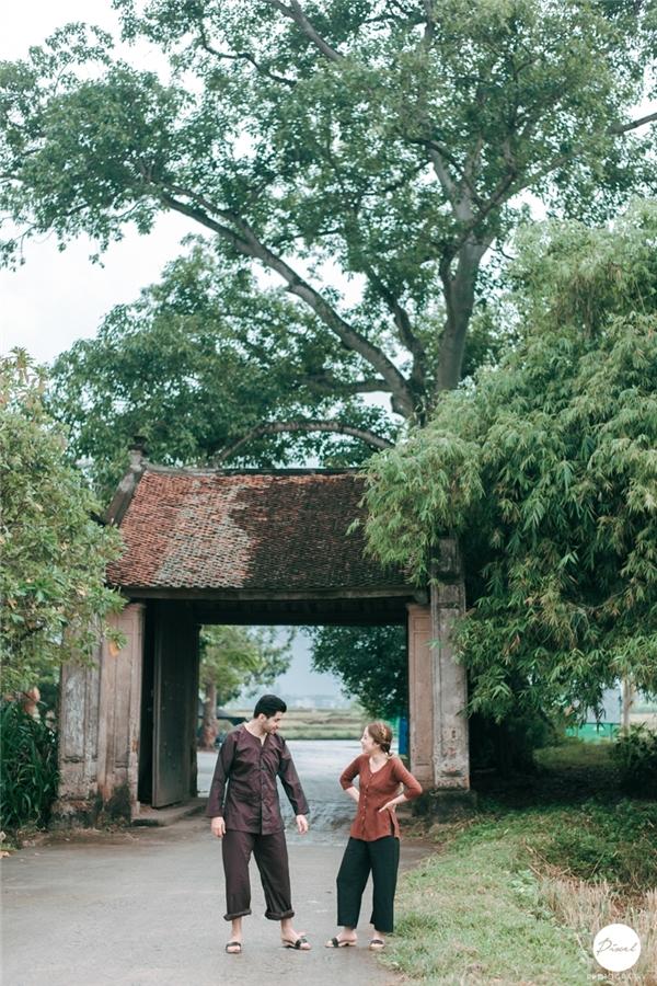 Cặp chồng Tây - vợ Việt trong bộ ảnh cưới nhí nhảnh, giản dị. (Ảnh: Internet)