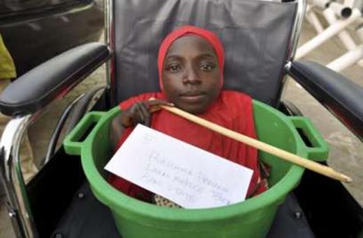 Rahma đã có một chiếc xe lăn mới tinh.(Ảnh: Internet)