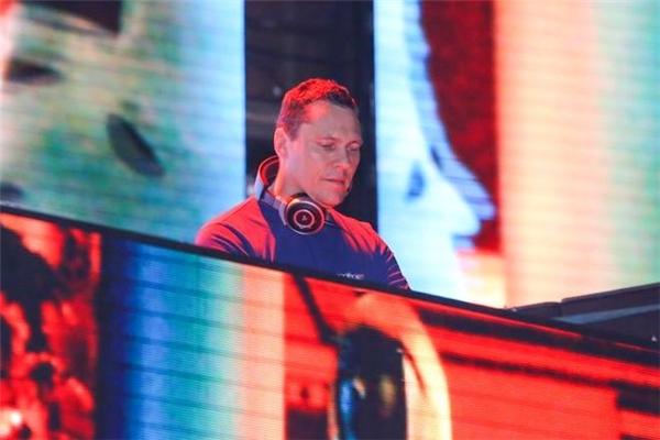 DJ Tiesto trong một chương trình tại Việt Nam năm nay. - Tin sao Viet - Tin tuc sao Viet - Scandal sao Viet - Tin tuc cua Sao - Tin cua Sao