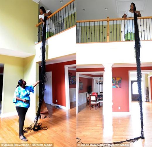 Bộ tóc dài từ trên lầu xuống dưới nhà(Ảnh: Internet)