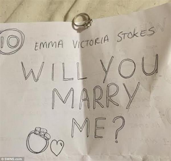 """Emma nói rằng lời cầu hôn của Chris đã hoàn toàn thay đổi mọi thứ. """"Tôi muốn em khỏe hơn để có thể kết hôn"""" (Ảnh: Internet)"""