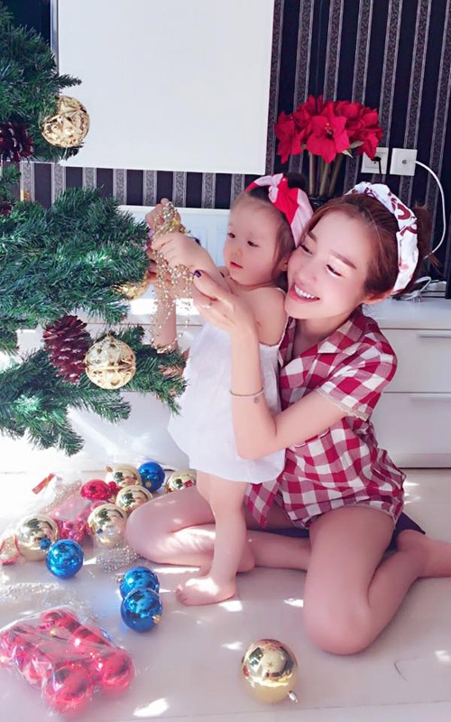 Elly Trần được nhiều người yêu mến bởi sự đảm đang và tình yêu thương dành cho con gái - Tin sao Viet - Tin tuc sao Viet - Scandal sao Viet - Tin tuc cua Sao - Tin cua Sao