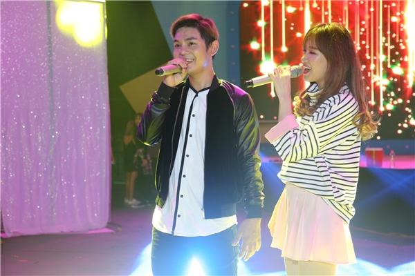 Hari Won và Sơn Ngọc Minh cực tình cảm trên sân khấu Yan Vpop. - Tin sao Viet - Tin tuc sao Viet - Scandal sao Viet - Tin tuc cua Sao - Tin cua Sao