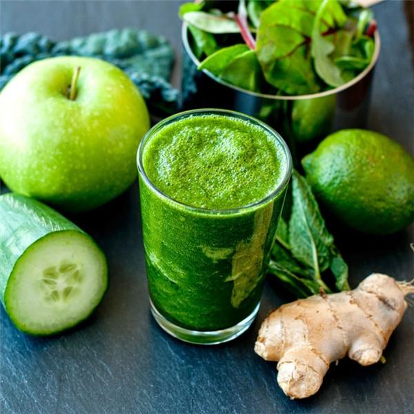 Nước ép rau cải và trái cây. (Ảnh: Internet)