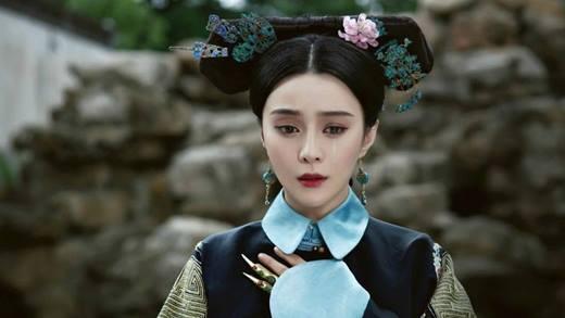 Hiện tại, Phạm Băng Băng được mệnh danh là nữ hoàng nhan sắc của Hoa ngữ. Tuy nhiên thời tham gia Hoàn Châu Cách Cách, cô khá lép vế so với 2 nữ chính nên chỉ giữ vị trí tứ 8.