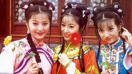 Hơn 17 năm trước, Hoàn Châu Cách Cách đã trở thành cơn bão càn quét khắp các quốc gia châu Á. 3 nữ diễn viên Triệu Vy, Lâm Tâm Như và Phạm Băng Băng cũng nhận được sự yêu thương của khán giả truyền hình.