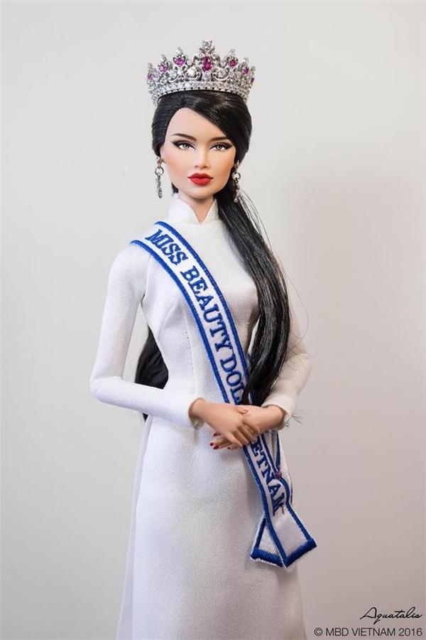 Thùy Nam diện áo dài trắng tinh khôi, nhẹ nhàng.