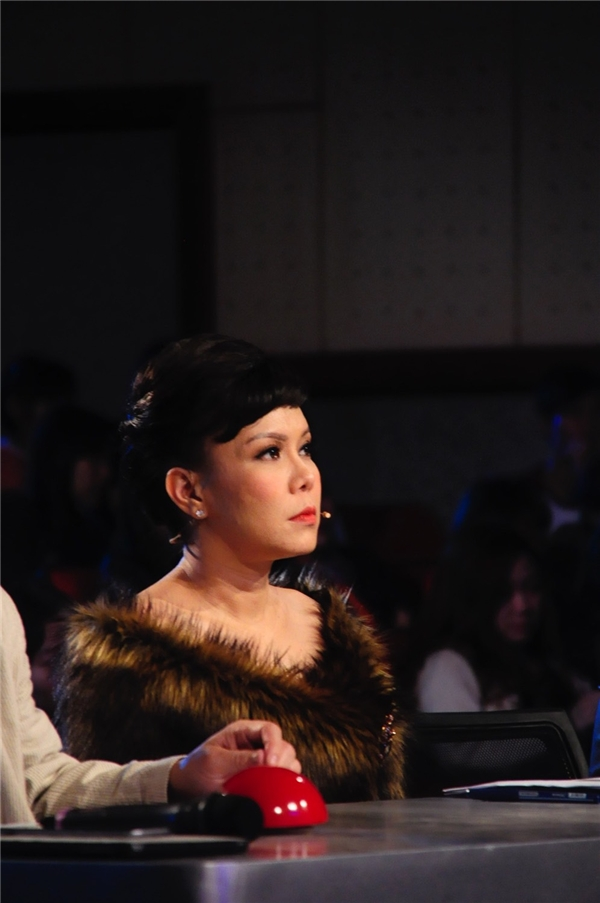 Tự nhận xét bản thân là một vị giám khảo thẳng thắn, Việt Hương nhắn nhủ đến các thí sinh đừng ngại ngùng khi xuất hiện trên sân khấu. - Tin sao Viet - Tin tuc sao Viet - Scandal sao Viet - Tin tuc cua Sao - Tin cua Sao