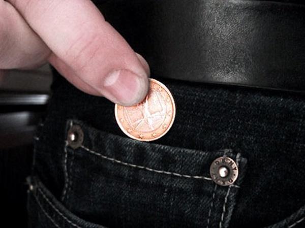 Ngày nay, chiếc túi được sử dụng với nhiều mục đích khác nhau như đựng đồng xu nhỏ, vé xe bus... (Ảnh: Internet)