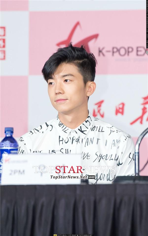"""Không thể phủ nhận nhan sắc """"vạn người mê"""" của Nickhun (2PM) nhưng Wooyoung cũng được đánh giá là thành viên """"hút fan"""" của nhóm nhờ vẻ ngoài điển trai, cuốn hút."""