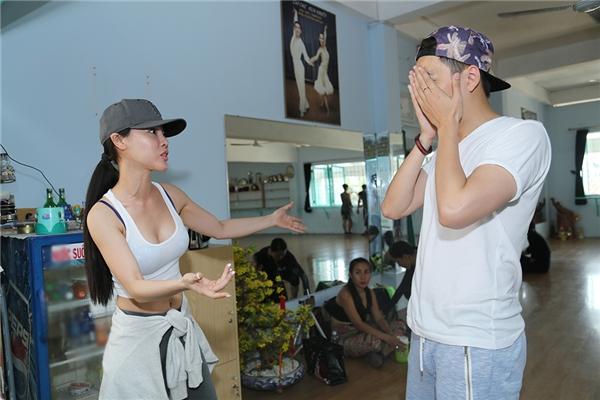 Ngô Kiến Huy khá căng thẳng khitrao đổi bài vở với DJ Summer Huỳnh - Tin sao Viet - Tin tuc sao Viet - Scandal sao Viet - Tin tuc cua Sao - Tin cua Sao