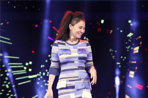 Thu Minh khoe giọng hát