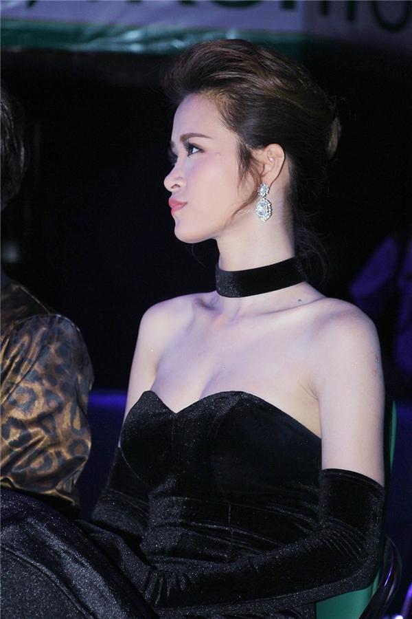 Đông Nhi chăm chú theo dõi phần biểu diễn của Thu Minh - Tin sao Viet - Tin tuc sao Viet - Scandal sao Viet - Tin tuc cua Sao - Tin cua Sao