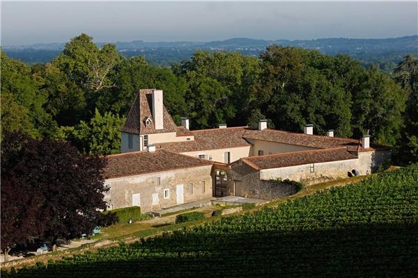 Thành phốBordeaux (Pháp), được xếp hạng 2 trong danh sách vì đây làvùng sản xuấtrượu vang cổ xưatuyệt đẹp.Ảnh:New York Times