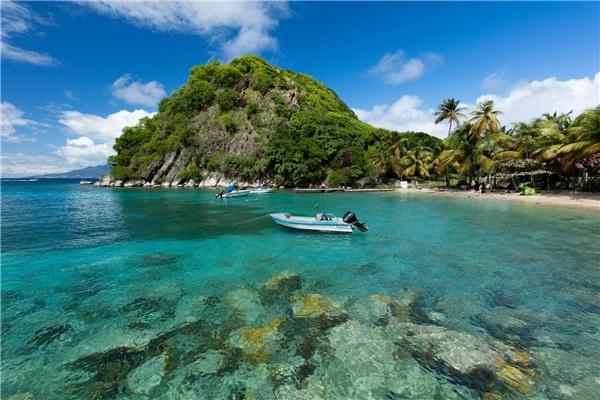 Bờ biển tuyệt đẹp và mang vẻ hoang sơ Guadeloupe (Pháp) nằm ở vị trí 11.Ảnh:New York Times