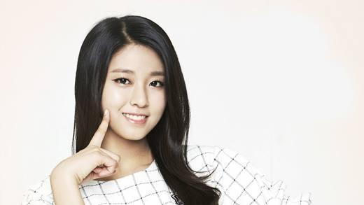 AOA là ban nhạc nữ nhận được nhiều hợp đồng quảng cáo nhất năm 2015. Bên cạnh những chương trình quảng cáo chung của cả nhóm, các thành viên như Seolhyun, Choa và Jimin cũng nhận được nhiều hợp đồng riêng. Đặc biệt các tấm áp phích có hình Seolhyun đều dễ dàng được tìm thấy trên đường phố Seoul, bởi cô là gương mặt đại diện cho SK Telecom, nhà cung cấp mạng di động lớn nhất Hàn Quốc. Thân hình gợi cảm của nữ ca sĩ được cho là một trong những yếu tố hút khách đến với nhà mạng này. Mặc dù kiếm được nhiều hợp đồng quảng cáo nhưng Seolhyun lại rất kín tiếng trong việc tiết lộ thu nhập của mình.