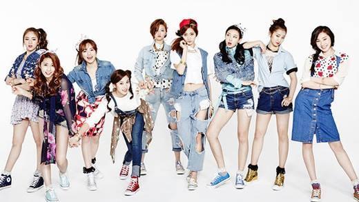 Mặc dù mới chỉ ra mắt vào tháng 10 năm ngoái nhưng Twice đã khiến các đàn anh đàn chị trong làng giải trí phải ghen tị khi có trong tay 10 hợp đồng quảng cáo. Các thương hiệu được đại diện bởi nhóm nhạc này bao gồm mĩphẩm, điện thoại di động, trò chơi điện tử và quần áo, với thu nhập lên đến 1,55 triệu đô la. Nhiều người còn nhận xét rằng thành viên Tzuyu của nhóm có tiềm năng trở thành một nữ hoàng quảng cáo trong tương lai do ngoại hình có nhiều nét tương đồng với Seolhyun.