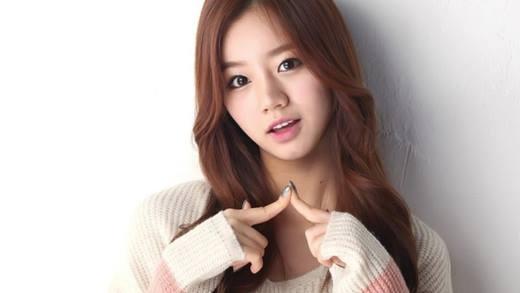 Danh tiếng của Hyeri đã ngày một tăng cao sau khi tham gia vào show truyền hình thực tế Real Man và bộ phim Reply 1988. Kể từ đó, cô đã trở thành gương mặt đại diện cho nhiều nhãn hiệu như 7eleven và Dabang. Hình ảnh của cô đã phủ sóng khắp Seoul và khiến nữ ca sĩ này trở thành gương mặt quen thuộc với đại đa số người dân Hàn Quốc.
