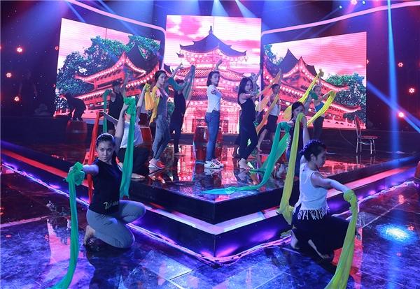 Ba thành viên củaHọc viên âm nhạc trong tiết mục Mùa cây trổ lá - Tin sao Viet - Tin tuc sao Viet - Scandal sao Viet - Tin tuc cua Sao - Tin cua Sao