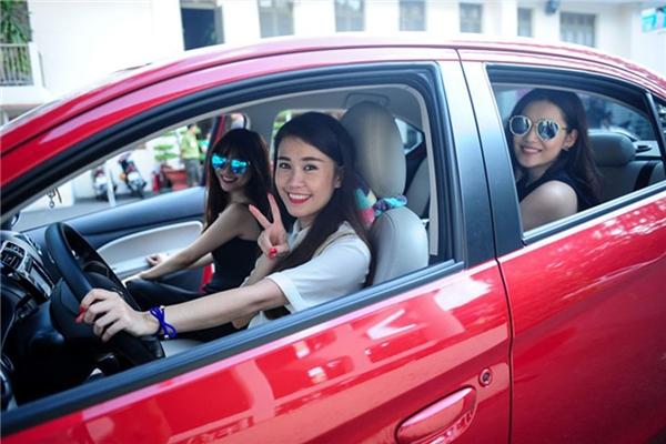 Ngọc Thảocũng vừa công khai việc tậu xế hộp, cô nhanh chóng được liệt vào danh sách những hotgirl sang chảnh nhất làng hot teen Việt.