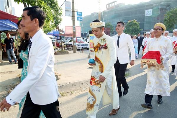 """""""Đội quân"""" nhà trai bắt đầu tiến vào nhà cô dâu - Tin sao Viet - Tin tuc sao Viet - Scandal sao Viet - Tin tuc cua Sao - Tin cua Sao"""