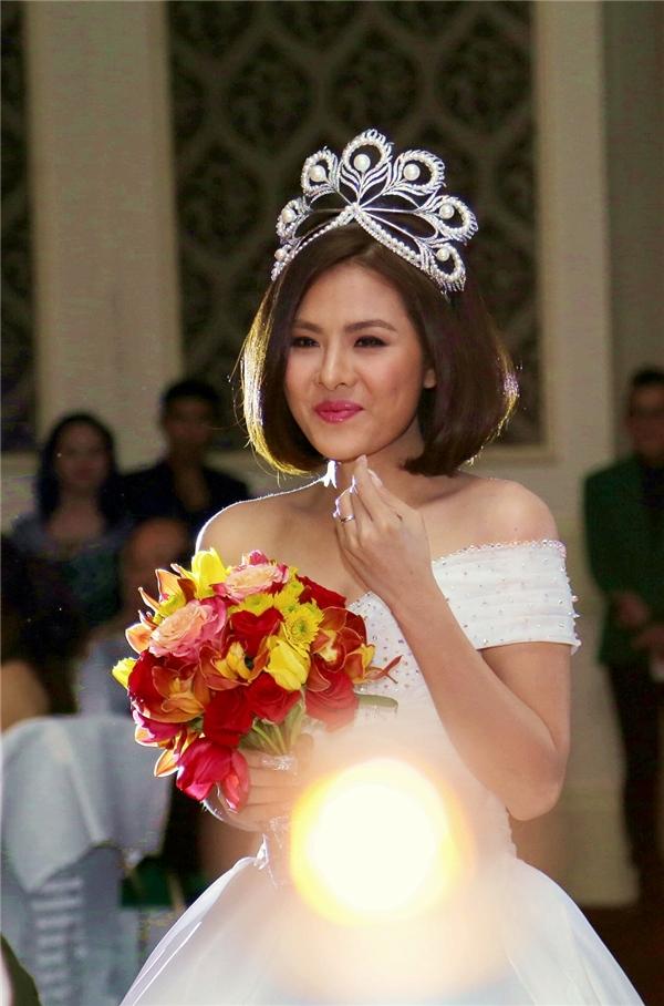 Nụ cười hạnh phúc của cô dâu trước món quà đặc biệt từông xã. - Tin sao Viet - Tin tuc sao Viet - Scandal sao Viet - Tin tuc cua Sao - Tin cua Sao