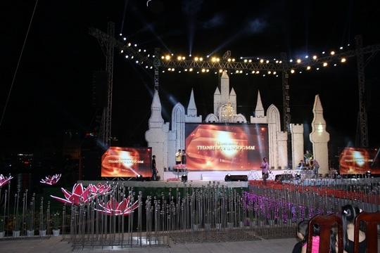 Khung cảnh tuyệc cưới tiền tỉ của con gái đại gia Cà Mau. Ảnh: NLD